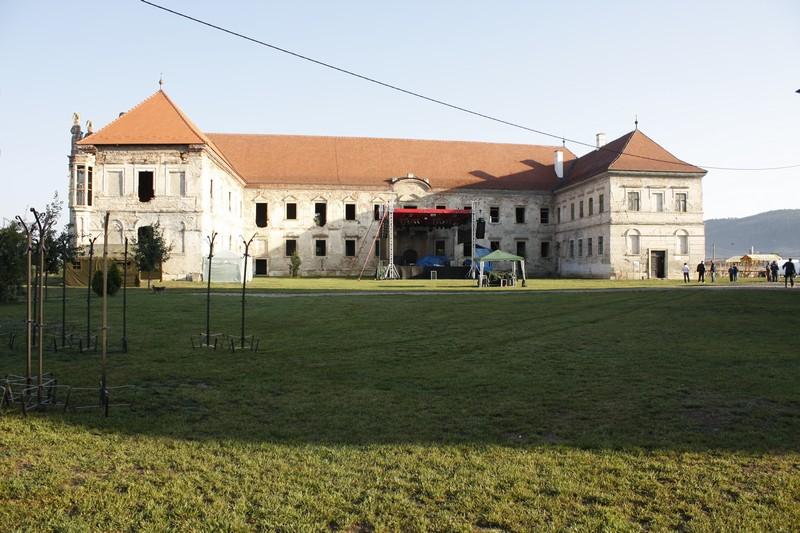 Una dintre clădirile ansamblului de la Bon